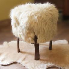 Декоративный пуфик из натуральной овчины 60х50 см.