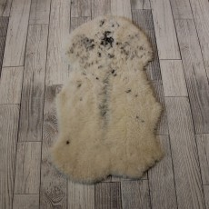 Овчина (молочная с пятнышками) 80*40 см.