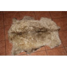 Овчина (светло-коричневая) с волнистым  ворсом 100 x 70 см.